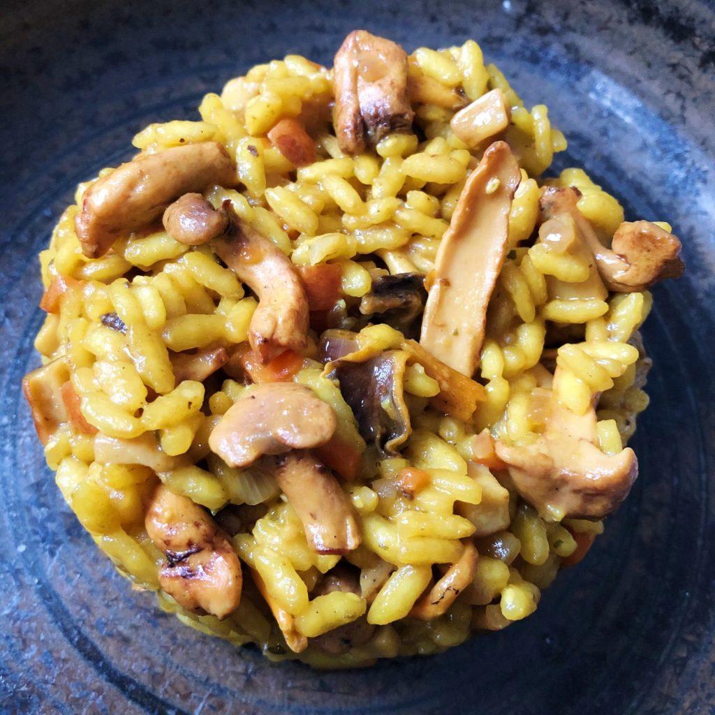 risotto met bospaddenstoelen en saffraan