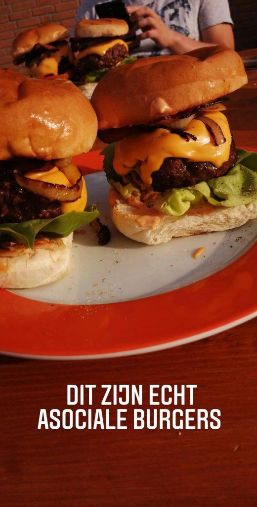 zelgemaakte hamburgers